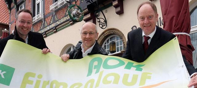 """Rheda-Wiedenbrück (rob). Bürgermeister Theo Mettenborg hat die Vorbereitung für den AOK-Firmenlauf """"City-Loop"""", der am 8. Juni in Wiedenbrück gestartet wird, aufgenommen. Der Bürgermeister hatte zuletzt ein Teilstück der Hermannslaufstrecke im […]"""