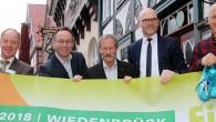 """06.02.2018 – Rheda-Wiedenbrück (rob). Im siebten Jahr bekommt der AOK-Firmenlauf """"City-Loop"""", der am 6. Juni in Wiedenbrück gestartet wird, eine in Teilen veränderte Strecke. Erstmals führt die Runde zwischen Mühlen- […]"""